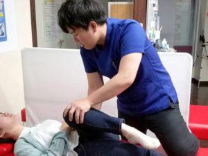 膝に対するアプローチの様子